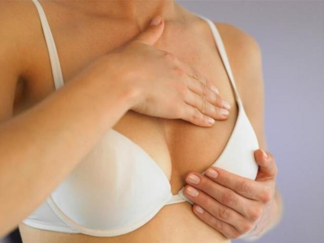почему набухают и болят молочные железы