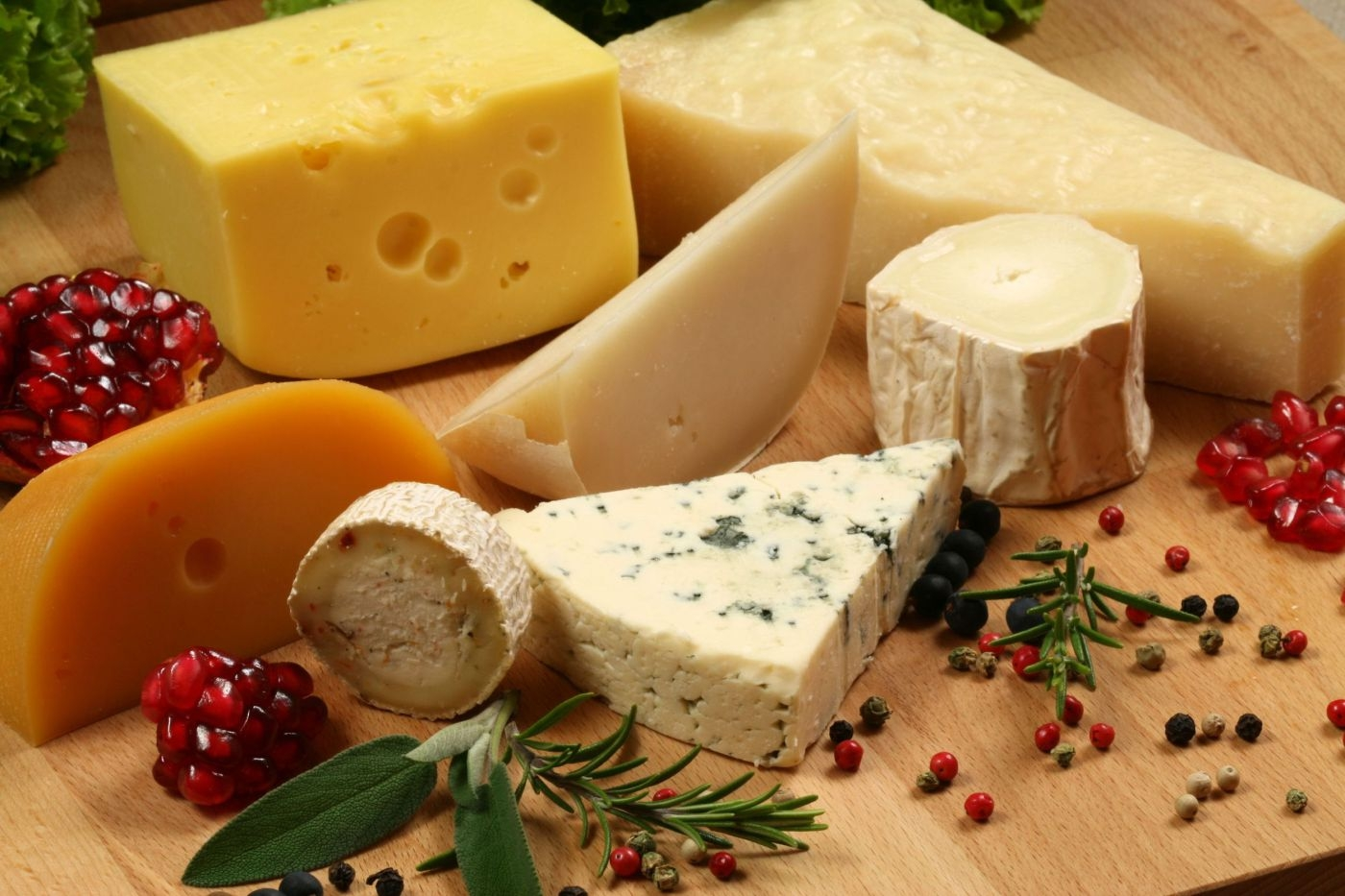 Сыр при грудном вскармливании новорожденного: можно ли есть кормящей маме