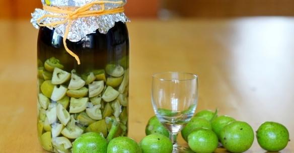 Настой зеленых грецких орехов