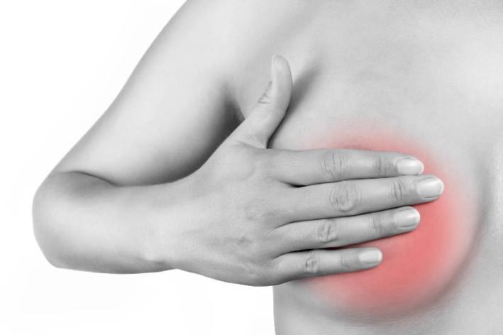 не болит грудь перед месячными