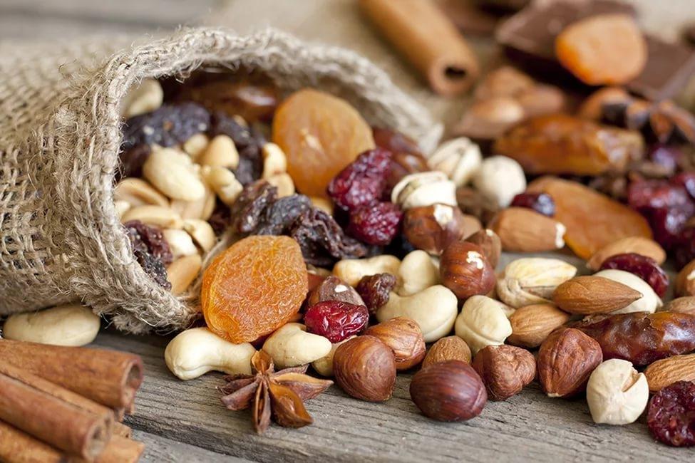 орехи и бобовые культуры, брюссельская капуста, чернослив, банан, яблоко и груша